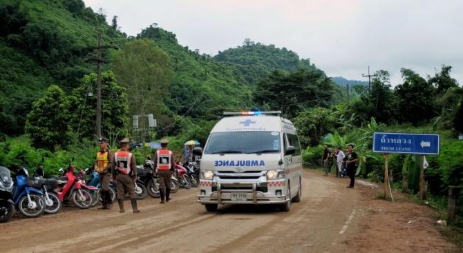 Илон Мъск пристигна в Тайланд със своята миниподводница