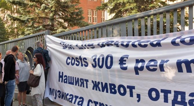 Служители от БНР протестират отново заради ниските си заплати (снимки)