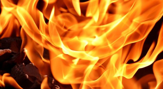 Вандали запалиха детска площадка в Хасково