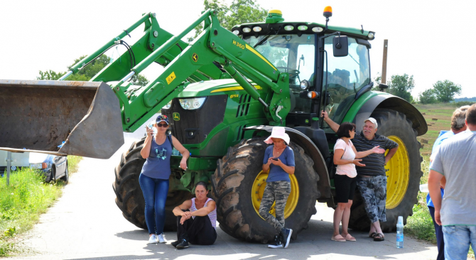Животновъди блокират главния път София – Варна