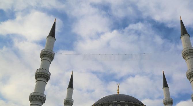 ВМРО до ЮНЕСКО: Строи се 32-метрова джамия на мястото на християнски храм в Охрид