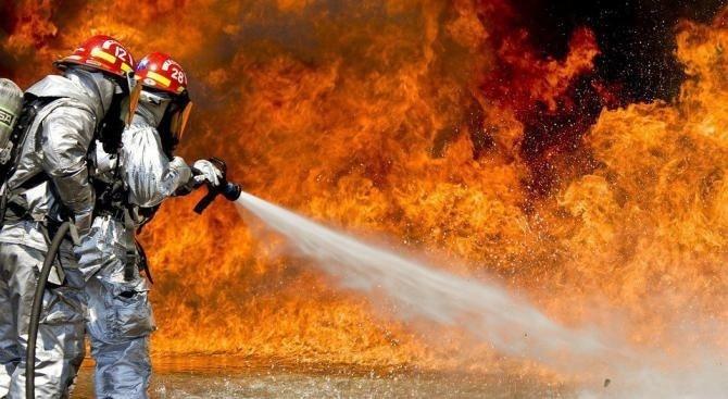 Пожар запали електрическа компания в Анкара