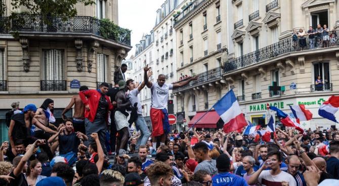 Сблъсъци във Франция след празненствата за световната титла (видео)