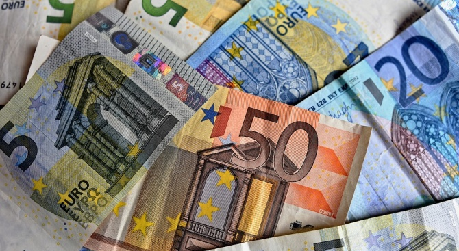 """Планът """"Юнкер"""" надхвърли първоначалната цел от 315 милиарда евро инвестиции"""