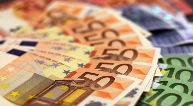 На Калотина задържаха холандка с недекларирани почти 100 000 евро