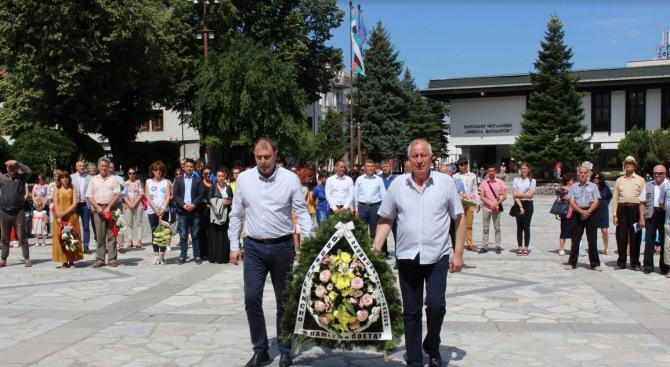 В Банско отдадоха почит на Вапцаров (снимки)