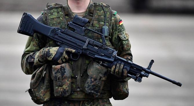 Повечето германци смятат, че Европа може да се отбранява без помощта на САЩ