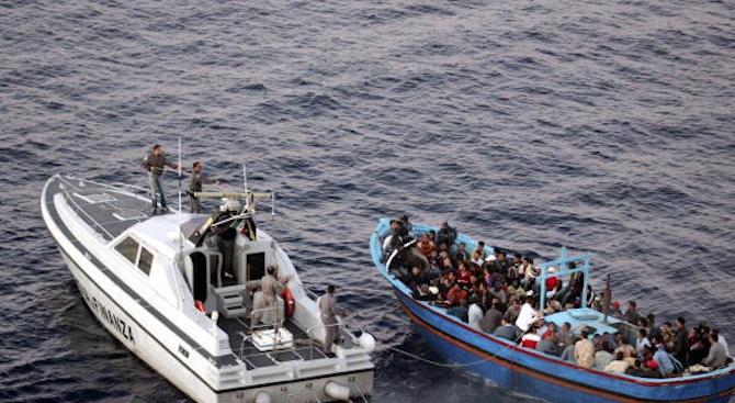 Близо 300 мигранти бяха спасени днес край бреговете на Испания