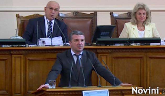 Драгомир Стойнев: Министър Нанков да не бяга от парламента