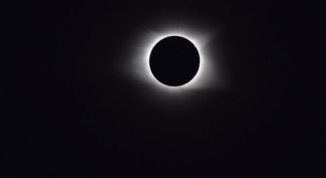 Пълнолуние и пълно лунно затъмнение на 27 юли