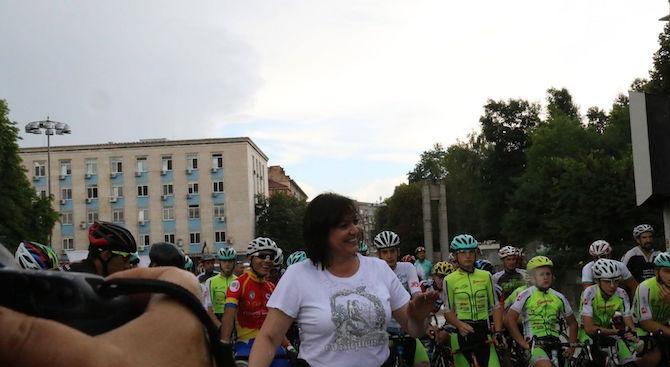 """Корнелия Нинова даде старт на колоездачното състезание за купа """"Бузлуджа"""" (снимки)"""