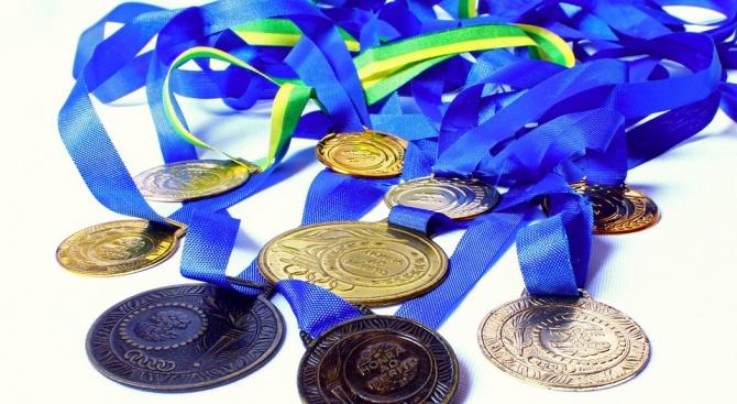 Български ученици спечелиха девет медала на международна олимпиада по лингвистика