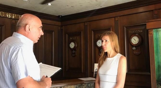 Ангелкова няма спиране, продължава проверките на хотели