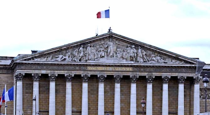 Френският парламент одобри окончателно законопроект срещу сексуалното и сексисткото насилие