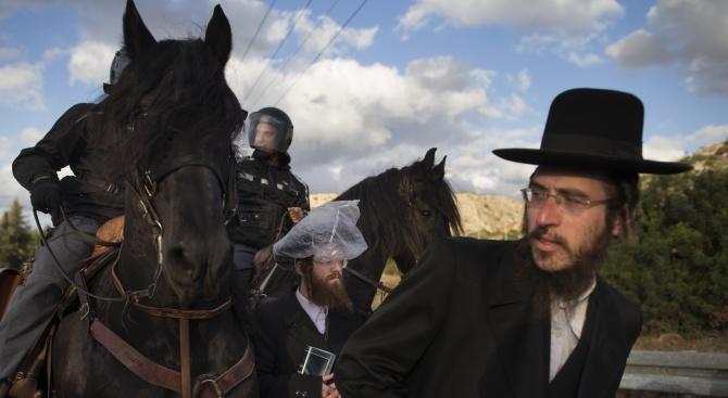 Арестуваха ултраортодоксални евреи, протестирали срещу казармата в Ерусалим (видео)