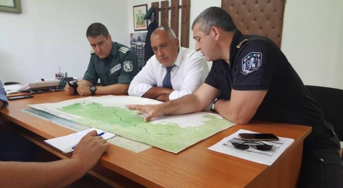 Борисов на инспекция, проверява оградата ни с Турция (снимки)