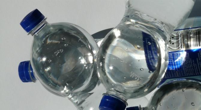 Раздават безплатна минерална вода във Враца заради горещините