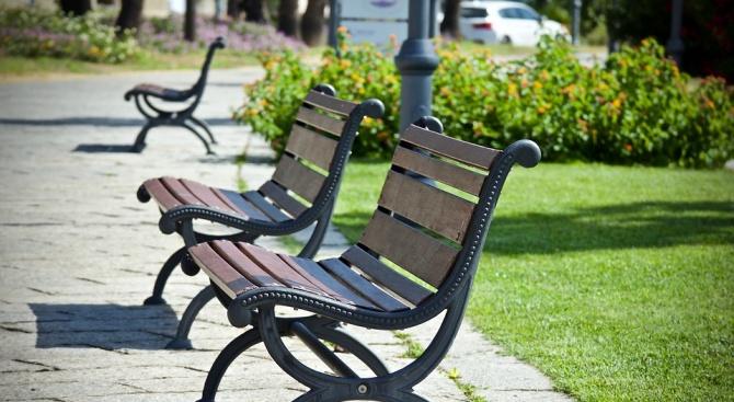 Община Радомир ще изгради над 100 пейки в междублоковите пространства