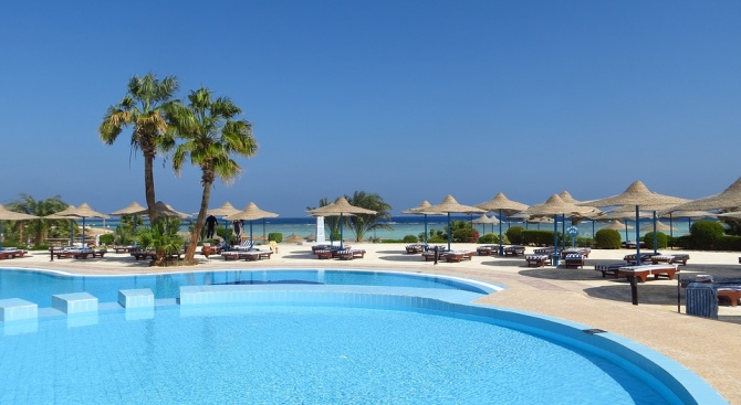 Хотелиерите ще имат повече от 15 месеца да приведат басейните в техническа изправност