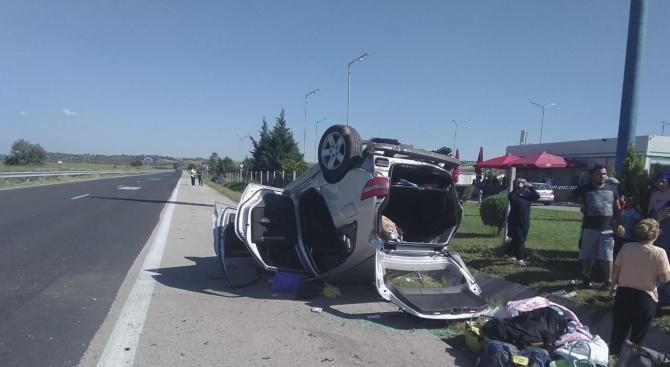 "Гастарбайтери пострадаха в катастрофа на магистрала ""Марица"" край Свиленград (снимка)"