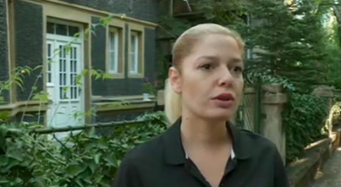 Алекс Сърчаджиева разказа колко е погнусена от случката с вандалщината на гроба на майка й (видео)