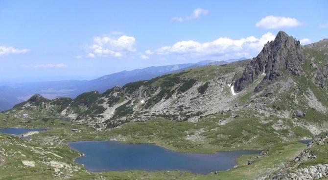 """Глоби за организаторите на хорото-кандидат за """"Гинес"""", което се изви край Седемте рилски езера"""