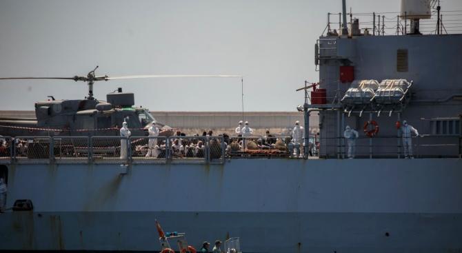 """Корабът """"Акуариус"""" акостира в Малта"""