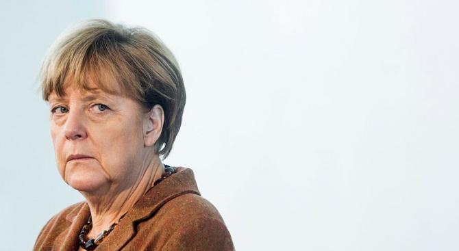 """""""Разкарай се"""" крещяха стотици протестиращи срещу Меркел в Дрезден"""