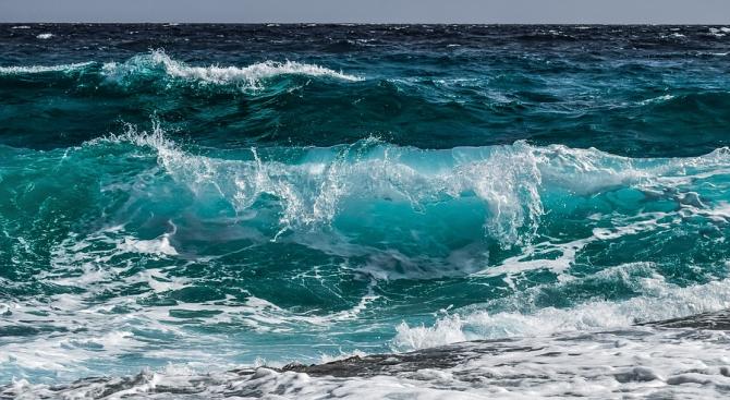 Намриха тялото на мъж в морето край Бургас