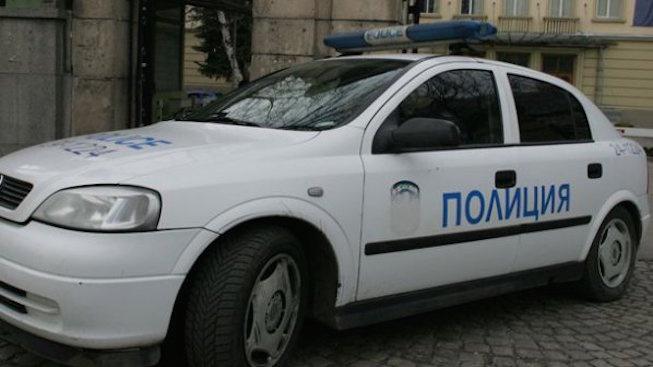 Тийнейджъри от интернат в Завет задигнаха кола, стигнаха до Разград и разбиха детска въртележка