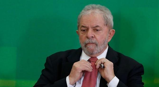 Бившият бразилски президент Лула, който е в затвора, води в предизборна анкета