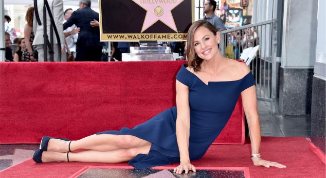 Дженифър Гарнър получи звезда на Алеята на славата в Холивуд (снимки)
