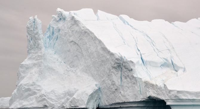 Най-дебелият лед в Арктика се пропуква