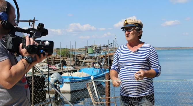 Бургаските рибари показваха  как се мерметосват мрежи