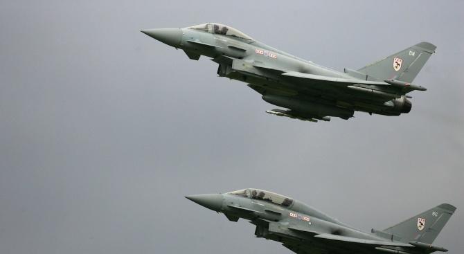 Британски изтребители излитат от Румъния срещу руски Су-30