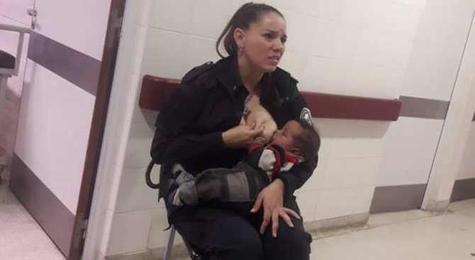 Аржентинска полицайка накърми изоставено бебе (видео)