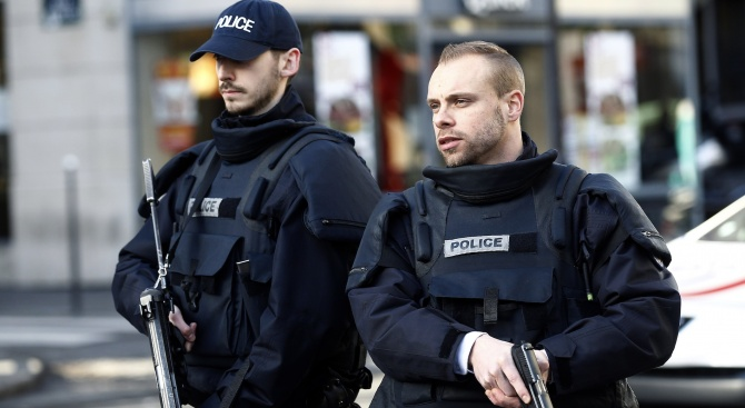 Боец на ИД закла хора край Париж (обновена+видео)
