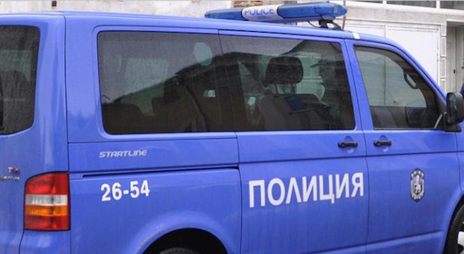 Арестуваха четири жени, обиждали, заплашвали и дърпали спешни медици в Стара Загора