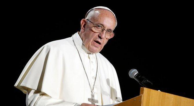 Папата посъветва родителите на хомосексуални деца: Не ги осъждайте