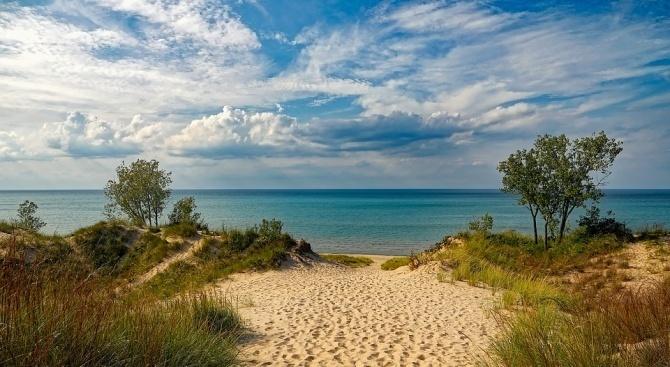 """13 български плажа са отличени със """"Син флаг"""""""