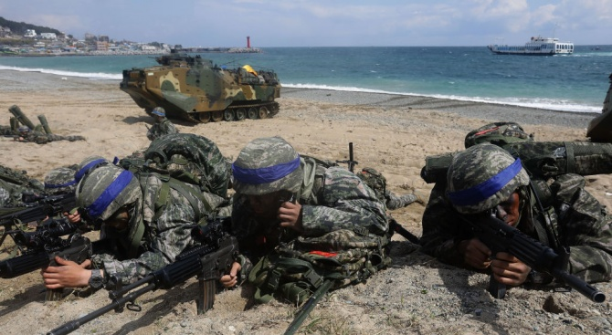 САЩ няма да отменят повече учения с Южна Корея, обяви военният министър Джим Матис