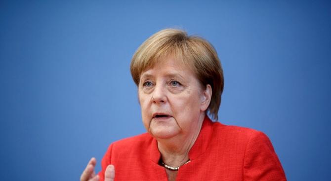 Меркел ще обсъжда икономиката и миграцията при пътуване в Западна Африка