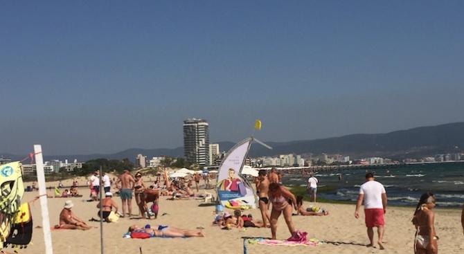 До края на септември южния плаж в Слънчев бряг ще бъде осигурен със спасители (снимки)