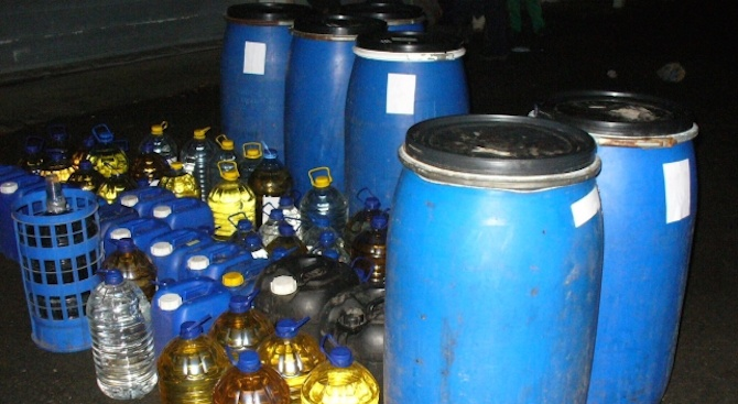 Митничари задържаха повече от 500 литра нелегален алкохол в Бургас