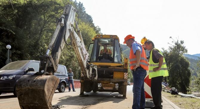Изследват в чужбина качеството на асфалта от пътя убиец край Своге (снимки)