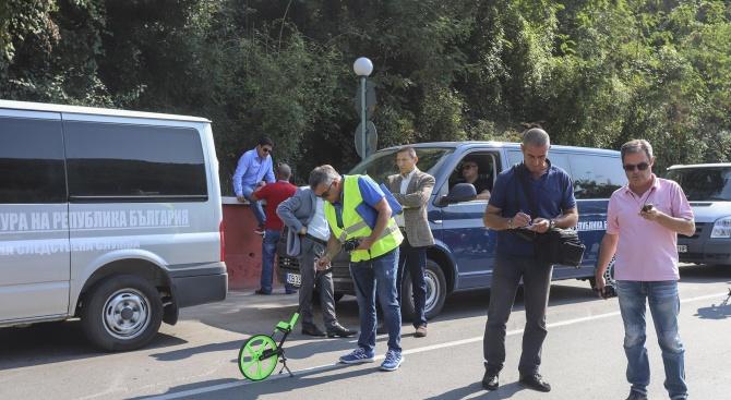 Протестиращи в Своге: Оставките не решават нищо, трябва да се намерят хората, подписали акт 16 на пътя