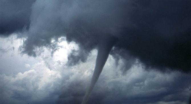 Торнадо удари американския щат Мичиган (видео)