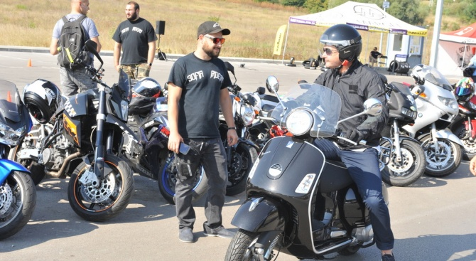 """ВМА и """"Sofia Riders"""" с нови обучения за начинаещи мотористи"""