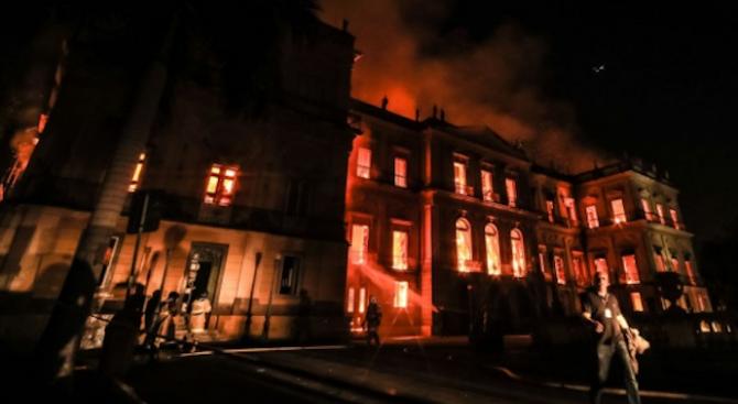Огромният пожар е унищожил почти всички експонати на Националния музей на Бразилия