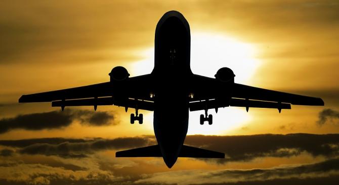 Подозренията за холера на борда на алжирски самолет са били фалшива тревога